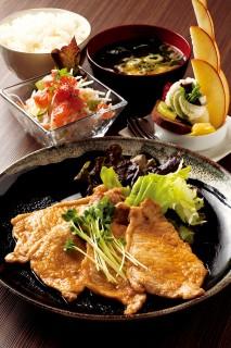 パノニカ Pannonica・豚ロース 生姜焼き定食